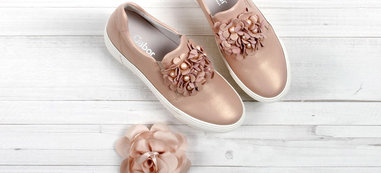 Slipper von Gabor Comfort in rosegold mit Blumenapplikation